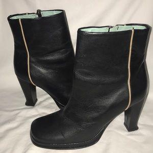 BCBG Maxazria Black leather zip ankle boots